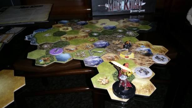 Fim da segunda noite, foi a vez de Tovak cruzar o mapa de cima a baixo em busca do único mosteiro no mapa. General Volkare avançou pouco no segundo dia.